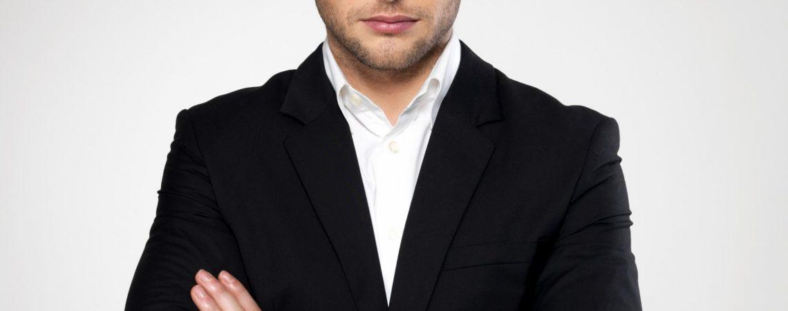 Fashion-businessman-black-suit.jpg